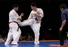 重量級決勝は島尻(左)・寺浦(右)のライバル対決。僅差の判定の結果、寺浦が見事初優勝を遂げた。