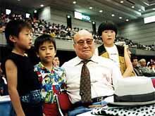大山総裁の周りにはいつも子供たちであふれていた