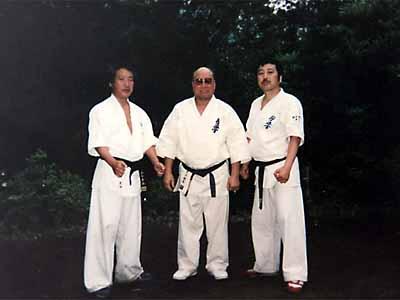 88年、大山総裁より関西本部長就任を要請される(湯河原にて。大山総裁、津浦師範と)