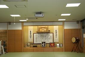 正面祭壇には東京旧本部道場と同じく、「鹿島大神宮」・「香取大神宮」の掛け軸が並ぶ