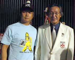 プロレスラーの日高郁人選手(ゼロワンMAX)と。同選手はオーソドックスなプロレスの他にも、総合格闘技へも参戦する万能選手だ。