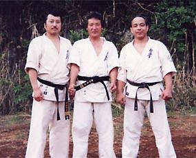 津浦信彦師範(左)とは旧関西本部草創期に苦楽を共にした仲。長谷川一幸師範(右)とは昔からなぜかウマが合う